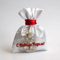 Белый мешочек для подарков с красной лентой